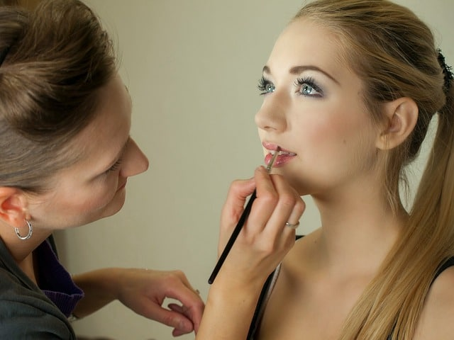 Makeup before modeling photography