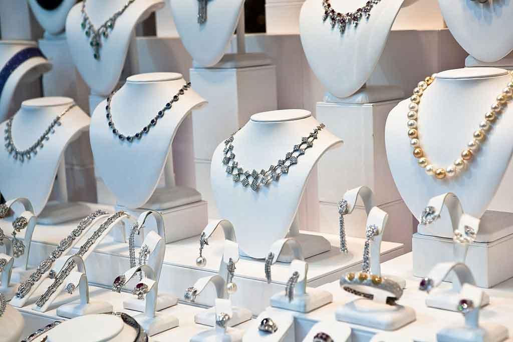 Display Jewelry Product Photos